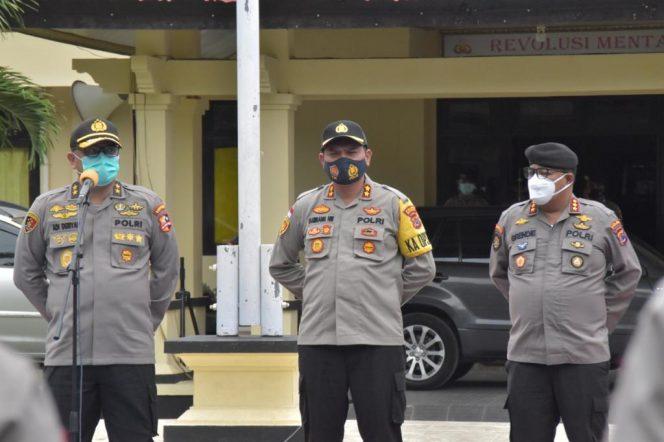 Dari kiri: Irjen Pol. Adi Deriyan Jayamarta, AKBP Bambang Hari Wibowo, dan Kombes Pol. Grendie Teguh Pidegso. (Ist)