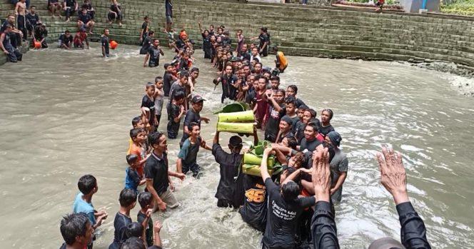 Tradisi Keduk Beji, membersihkan sumber mata air di Desa Tawun, Kecamatan Kasreman, Kabupaten Ngawi. Jawaq Timur. (foto.Ist)