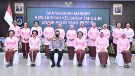 Kapolri Jenderal Listyo Sigit Prabowo menyampaikan apresiai kepada Bhayangkari saat memperingati Hari Kesatuan Gerak Bhayangkari (HKGB) ke-69 di Jakarta. (foto:ist)